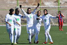 دختران فوتبالیست ذوب آهن در دیدار با تیم پارس جنوبی جم درخشیدند