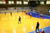 اصفهان برسکوی قهرمانی هندبال المپیاد دختران کشور ایستاد