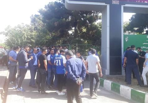 هواداران استقلال مقابل وزارت ورزش تجمع کردند + عکس