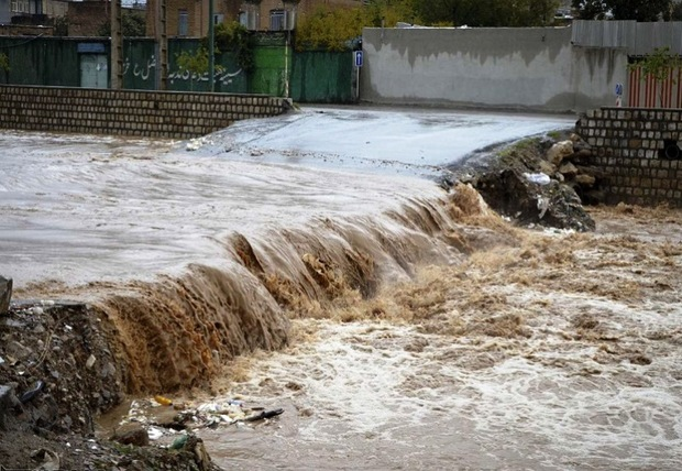 سیلاب در رودخانه های فصلی بخش مرکزی مهریز جاری شد