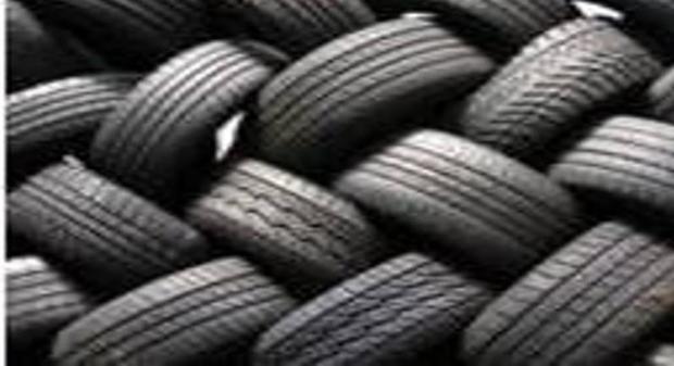 پنج میلیارد ریال لاستیک قاچاق در یزد کشف شد