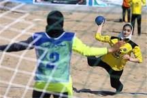 سوت آغاز رقابتهای هندبال ساحلی بانوان در بندرعباس به صدا درآمد
