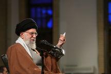 در مقابل آرایش جنگی دشمن علیه ملت ایران، ملت هم باید آرایش جنگی بگیرد/  نظامیان ما حواسشان جمع است/ همه مراقب باشند بخاطر اختلاف سلیقه های کوچک مقابل هم قرار نگیرند
