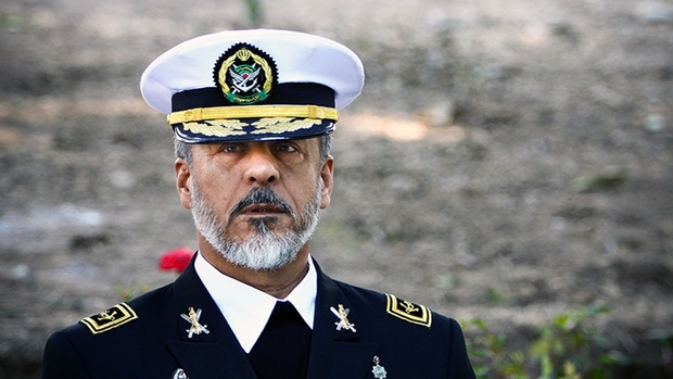 امیر دریادار سیاری: ارتش با تمام توان برای مقابله با دشمن آمادگی دارد