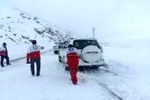 امدادرسانی به ۳۰۰ دستگاه خودروی گرفتار در برف در استان قم