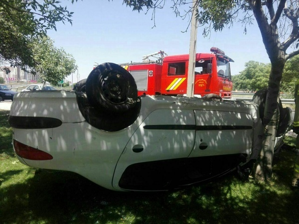 بی احتیاطی راننده خودروی پژو 206 در قزوین حادثه آفرید
