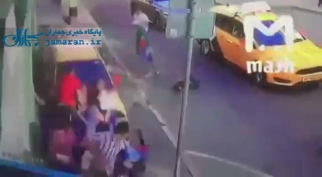 لحظه هجوم راننده تاکسی در مسکو به سمت مسافران جام جهانی!