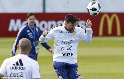 روبرتو کارلوس: اگر مسی برزیلی بود، تا الان قهرمان جهان شده بود