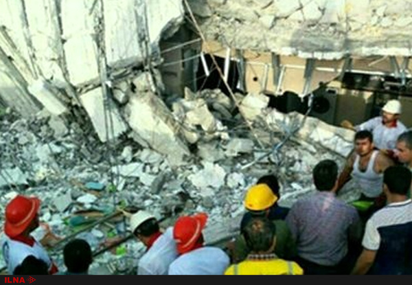 ریزش آوار در خیابان مطهری شهر قم بر اثر انفجار گاز