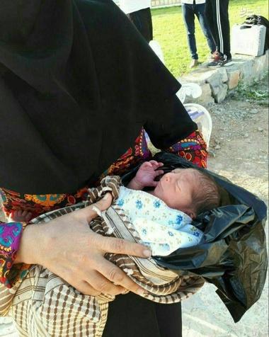 پیدا شدن یک نوزاد در کیسه زباله! + عکس
