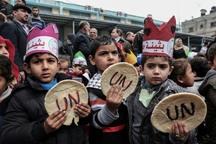 عکس/ اعتراض به بریدن نان