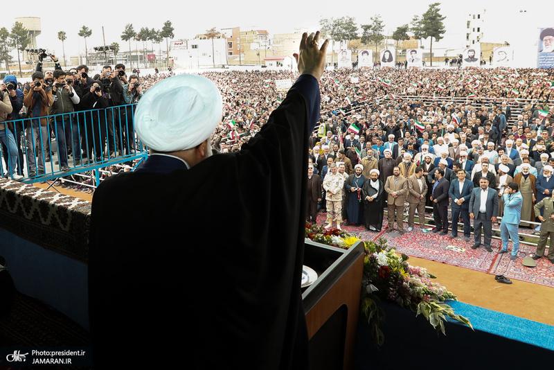 رئیس جمهور در جمع پرشور مردم در استادیوم تختی گنبد کاووس