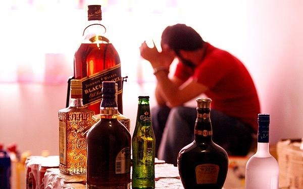 برخورد قاطع با توزیع کنندگان مشروبات الکلی در سیرجان