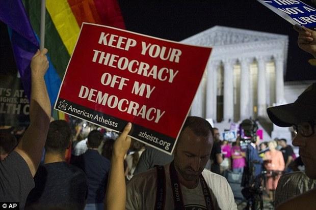 تصاویر/ اعتراض به قاضی پیشنهادی ترامپ