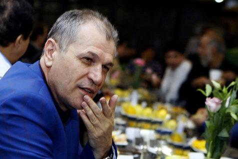منزوی: شعارهای هواداران علیه فتحی خطی است
