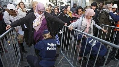 مسلمانان در اروپا روزهای دشواری را پشت سر می گذرانند