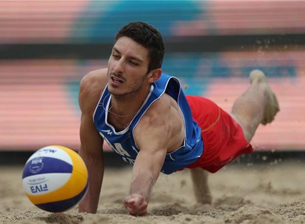 والیبالیست گلستانی عازم مسابقات قهرمانی آسیا شد