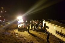 واژگونی اتوبوس در سمنان ۲ مجروح داشت