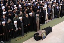 رهبر معظم انقلاب بر پیکر آیت الله هاشمی شاهرودی نماز اقامه کردند