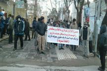 حضور کارگران شهرداری بروجرد مقابل ساختمان شهرداری مرکزی