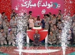 رضا کیانیان در جشن تولد دو سالگی «خندوانه»/شمع را جناب خان فوت می کند