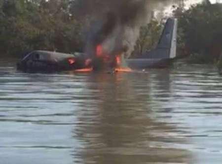 هواپیمای مالزی سقوط کرد / همه سرنشینان آن نجات یافتند