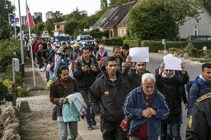 صدراعظم اتریش: یا مهاجر بپذیرید یا جریمه بدهید