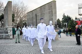 حضور «مردان سپید» در چهار راه ولی عصر تهران +عکس
