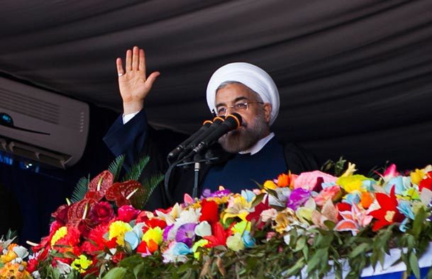 روحانی: می توانیم در مسیر رفع تحریم ها قدم نهایی را برداریم/دولت مصمم به مهار تورم است