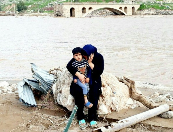 وضعیت بحرانیسیلزدگان لرستان  بیش از ۲۰ هزار نفر آواره شدهاند  آلودگی آب و شیوع بیماری اسهال خونی
