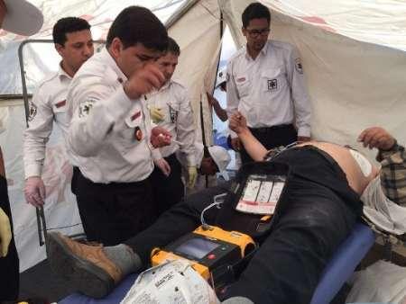 عوامل اورژانس مرد 56 ساله را در حرم امام (ره) از مرگ نجات دادند