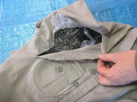 کشف تریاک از پیراهن کادویی! + عکس