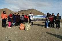 ریختن زباله و تخریب طبیعت، سلامت جامعه و صنعت گردشگری را به چالش می کشد