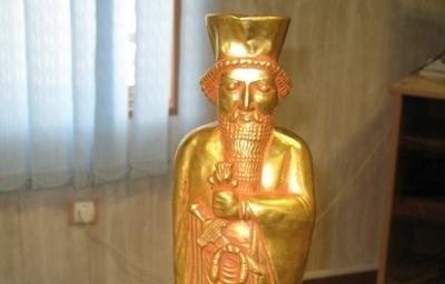 کشف مجسمه طلای داریوش هخامنشی درپلدختر