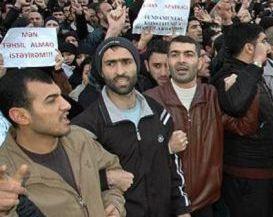 اعتراض فعالان آذربایجان به ممنوعیت حجاب