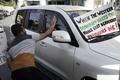 فلسطینیها به طرف هیات آمریکایی تخم مرغ پرتاب کردند + عکس