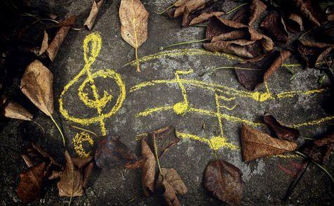 پاییزتان را با شنیدن این آهنگها زیبا کنید