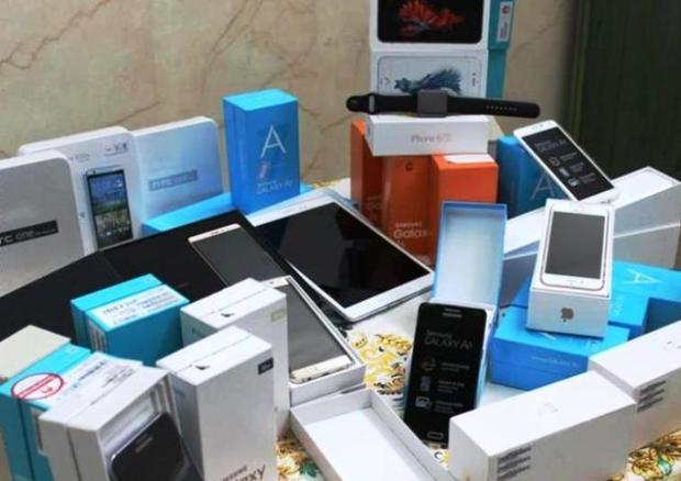 قاچاقچی گوشی تلفن در بانه 13 میلیارد ریال جریمه شد