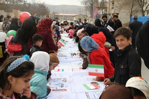 کودکان کرمانشاهی تاریخ انقلاب اسلامی را نقاشی کردند
