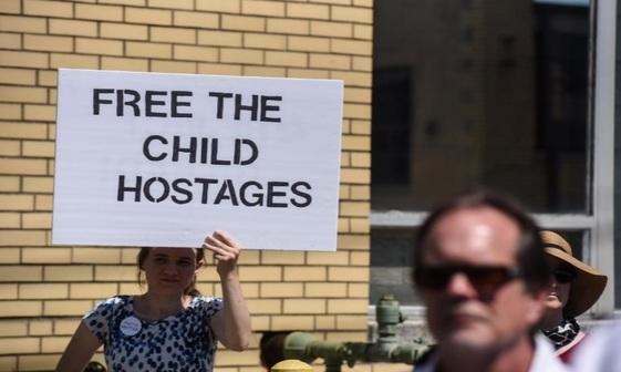 تصاویر/ کودکان ما را آزاد کنید!