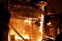 یک منزل و شش مغازه در پیربازار رشت دچار حریق شد