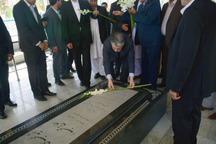 وزیر فرهنگ و ارشاد به مقام شامخ شهدا ادای احترام کرد