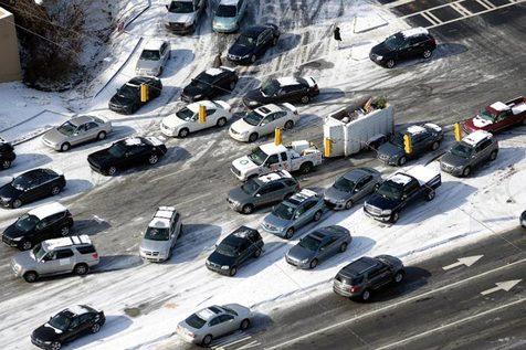 اگر خودروی ما در برف و یخ سر خورد چه کنیم؟
