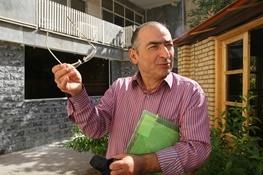 چرایی اختلاف روایت هاشمی و مصباح از یک واقعه تاریخی از نظر صادق زیباکلام