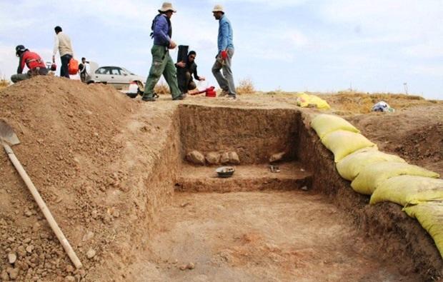 شناسایی داده های فرهنگی در تپه تاریخی لرستان