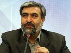 ملت ایران با تمام وجود به امام خمینی(س) عشق میورزند