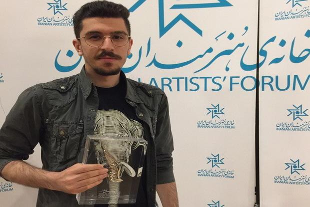 تندیس جشنواره 'فیلم تصویر' به هنرمند آذربایجان غربی رسید
