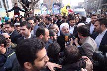 رئیس جمهوری در گفت و گو با خبرنگاران: ملت ایران با حضور گسترده خود به دنیا اعلام میکنند که باید با آنان با زبان احترام و تکریم سخن گفته شود/ مردم با حضور گسترده خود بار دیگر به جهانیان نشان دادند که انقلاب زنده است