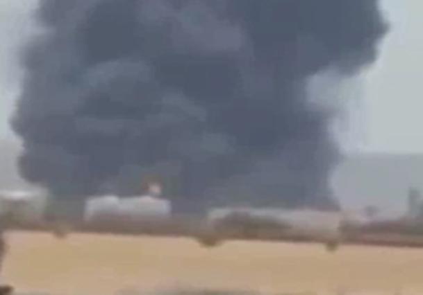 فیلم/ آتش سوزی در بزرگترین شرکت نفتی عربستان بر اثر اصابت موشک