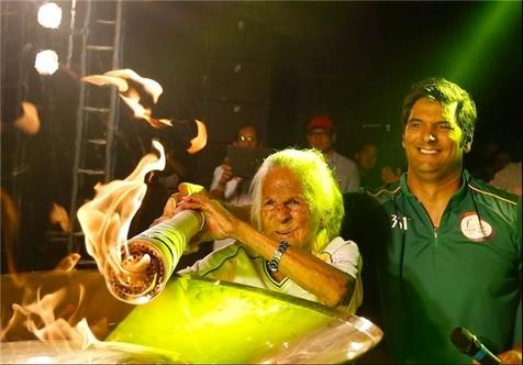 پیرترین حملکننده مشعل المپیک با ۱۰۶ سال سن+ تصویر